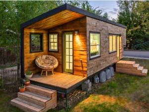 18 m2 kodu Idahos. 2 täiskasvanud, 1 laps ja 1 koer. Arhitekt Macy Miller. Allikas: http://www.countryliving.com/homes/real-estate/tiny-house